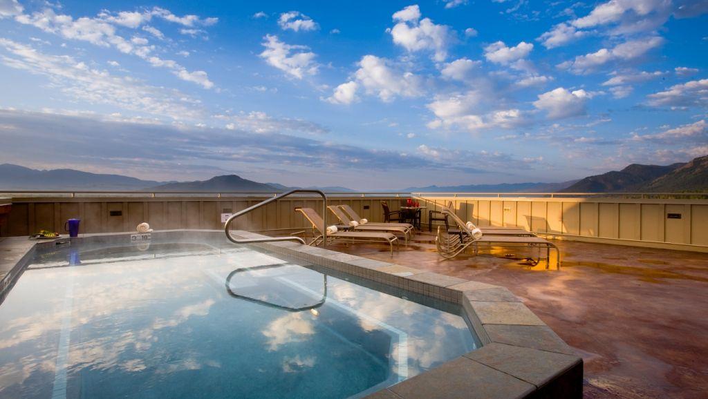 Teton Mountain Lodge and Spa rooftop hot tub
