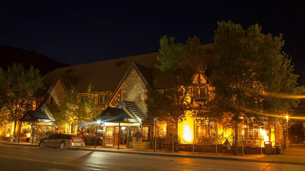 The Wort Hotel: Up to $300 in Food & Beverage Credits