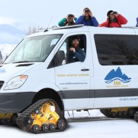 2014-yellowstone-winter-expeditions-snowcoach