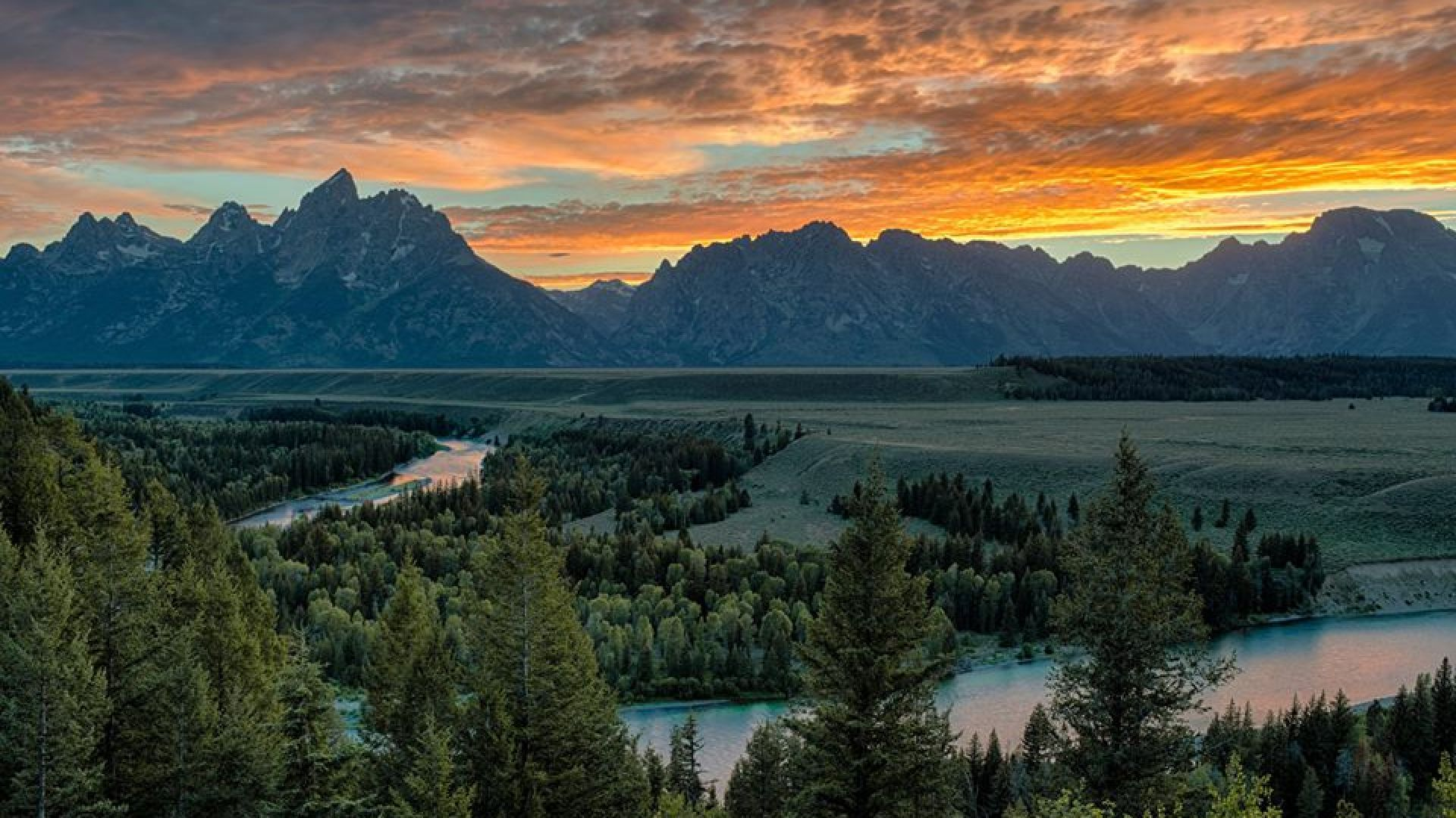 4 reasons jackson hole should be your yellowstone base for Jackson hole summer vacation
