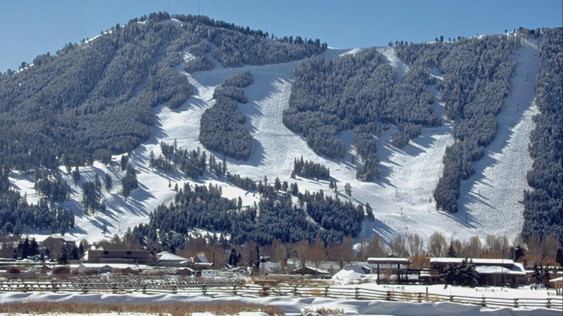 Snow King, Wyoming's oldest ski resort, is in the town of Jackson and offers a variety of winter activity and events.