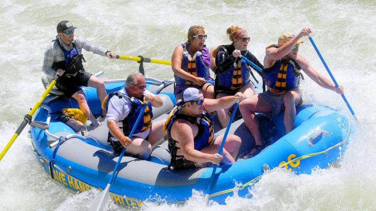 How to Choose Between Whitewater Rafting and Scenic Float Trips