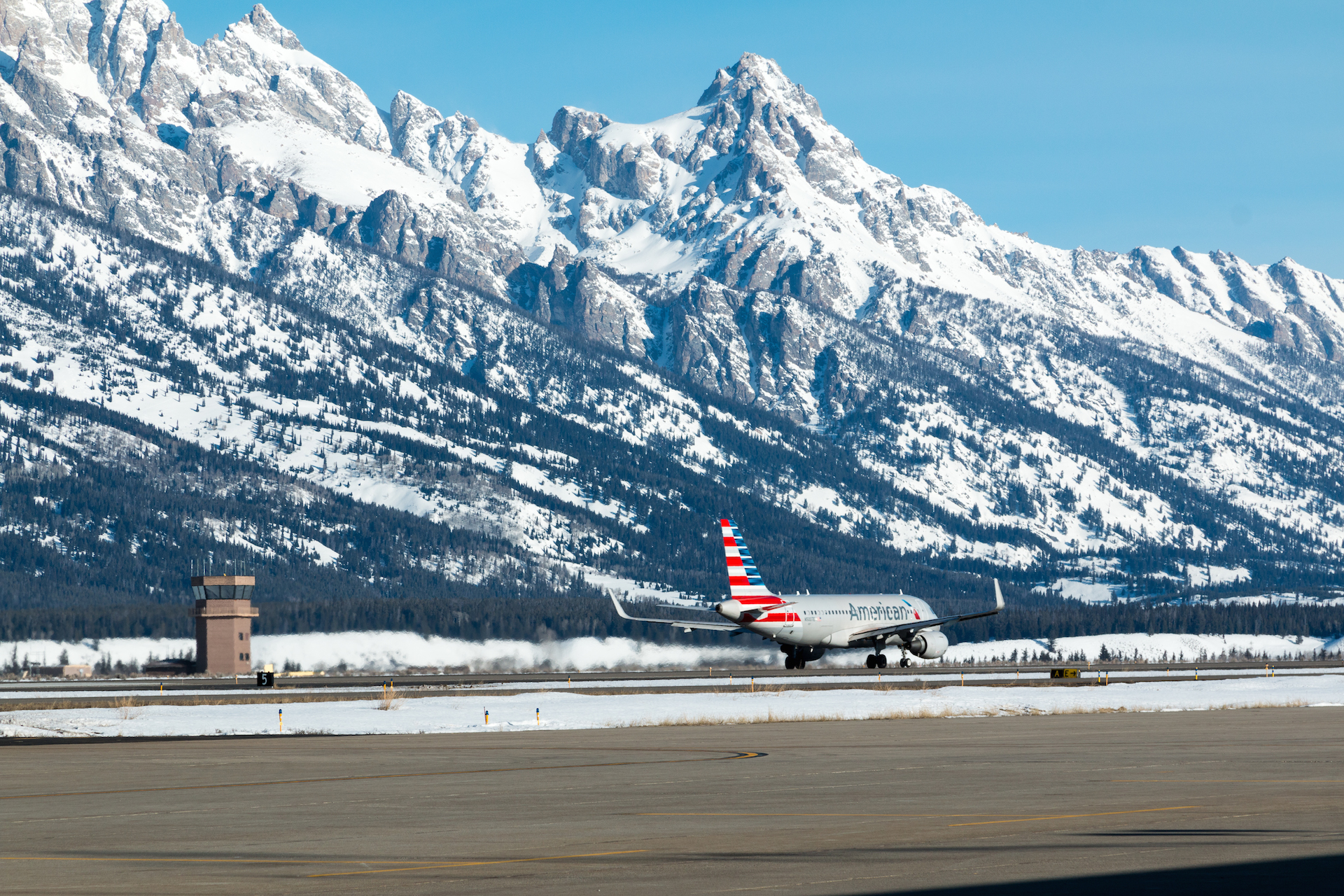 Jackson Hole Airport >> 5 Reasons To Visit Yellowstone This Winter Jackson Hole Wy